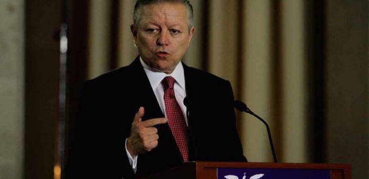 Ministro Zaldívar, a favor de consulta sobre ex presidentes