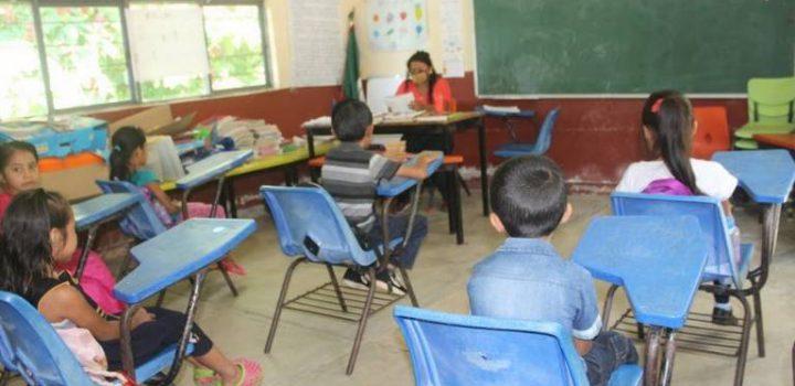 Por falta de smartphones, niños van a las aulas en Chiapas