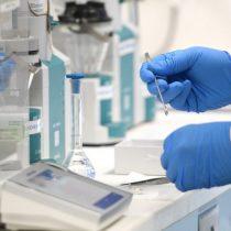 Vacuna de Oxford podría recibir aprobación de organismos reguladores a fin de año