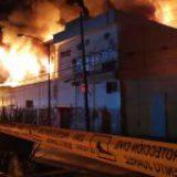 Reportan fuerte incendio sobre Av. Universidad