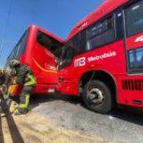 Cinco lesionados en choque de unidades del Metrobús