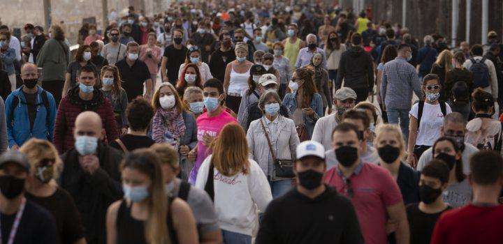 70% de la humanidad se debe vacunar para acabar con la pandemia: OMS