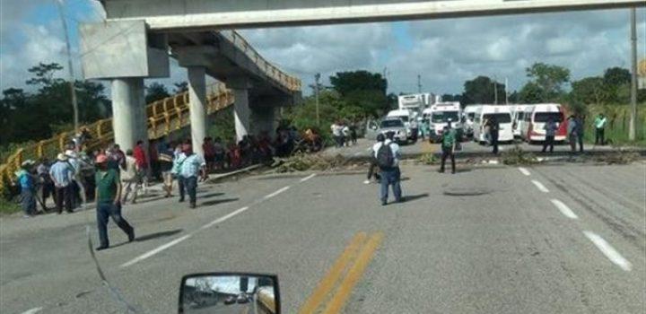 Policías de Tabasco desalojan a damnificados que protestaban por la falta de apoyo