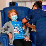 Reino Unido inicia vacunación masiva contra Covid-19