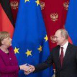 Putin y Merkel debaten posibilidad de producción conjunta de vacuna contra la Covid