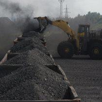 CFE compra carbón a familias y empresas de políticos