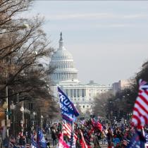 Decretan toque de queda en Washington tras irrupción de trumpistas al Capitolio