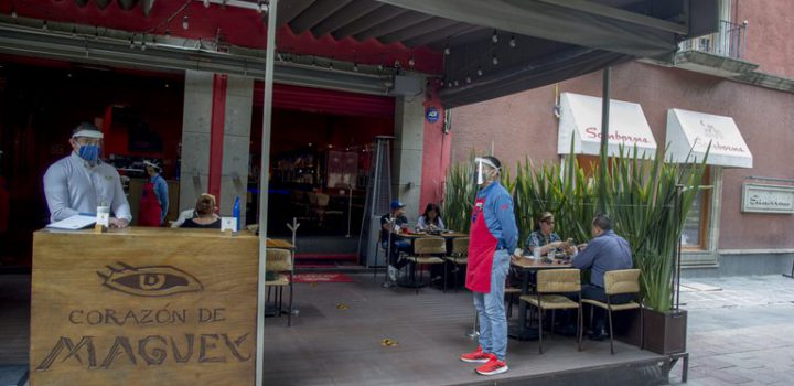 """""""Abrimos o morimos"""", protestan trabajadores de restaurantes"""