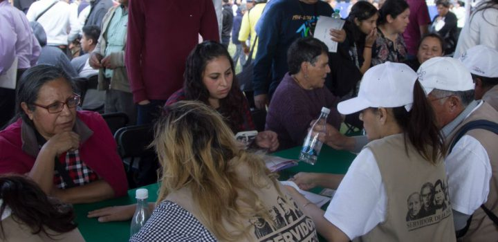 Es un riesgo que Servidores de la Nación participen en vacunación antiCovid: AF