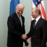 Putin y Biden mantienen su primera conversación telefónica