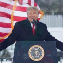 Demócratas y republicanos piden invocar la 25ª enmienda para destituir a Trump