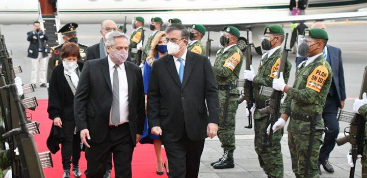 Presidente de Argentina llega a México para afianzar acuerdo de producción de vacunas