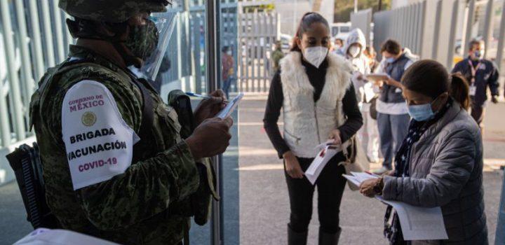 Vacunación en México está detenida y el retraso lo deja a la cola de casi toda América Latina