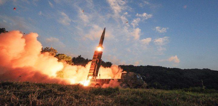 """Corea del Norte reconoce lanzamiento de nuevo """"proyectil táctico guiado"""""""