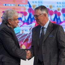 Banco Azteca gana millones con el dinero público para los pobres: Proceso