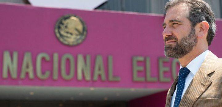 Hay que protestar y luchar para defender la Constitución y el INE: Aquiles Córdova