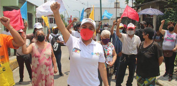 Janeth García recorre sin descanso colonias populares y comunidades