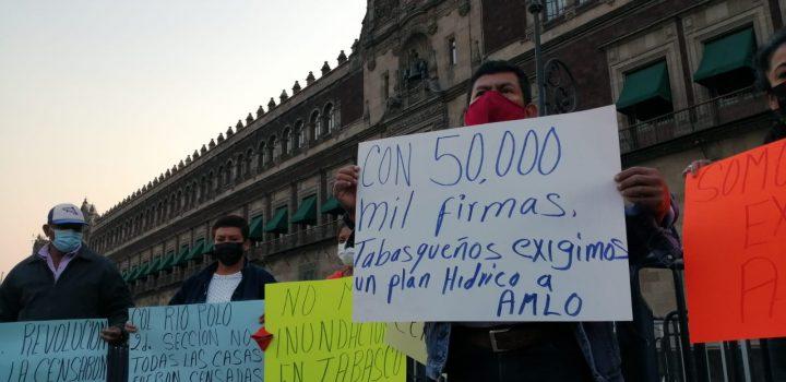 Entregan 52 mil firmas al Congreso tabasqueños inconformes por inundaciones