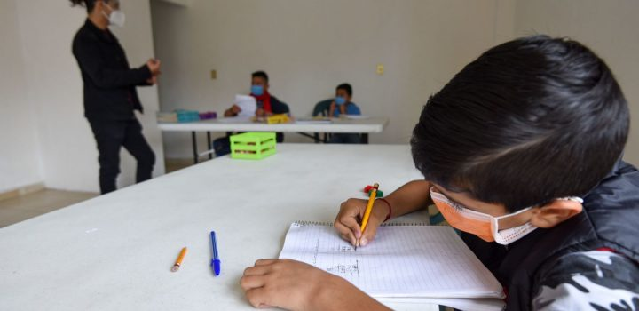 "Demandan a SEP vacunar a estudiantes; ""son un sector prioritario"": FNERRR"
