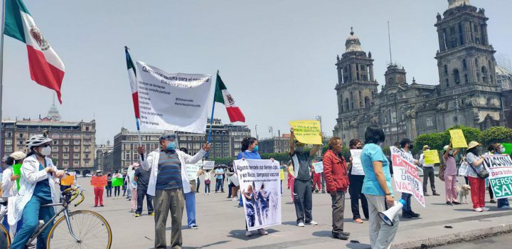 Médicos privados marchan para exigir vacunación contra Covid-19