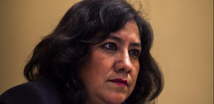 Irma Eréndira 'estaría con un pie y medio' fuera del gabinete de AMLO