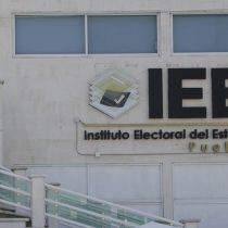 Tras varias anomalías, cercan Consejo Distrital No. 20 del IEE de Puebla e impiden recuento de votos