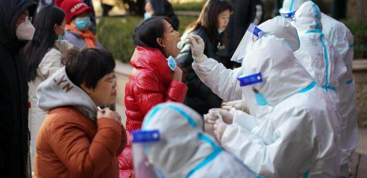 Imponen medidas más estrictas en China y Australia por brotes de Covid-19