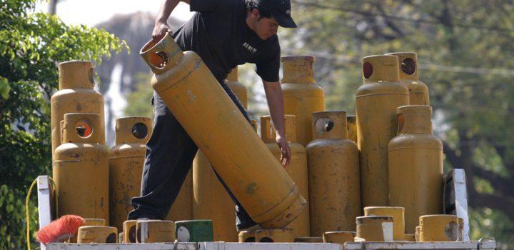 Gobierno federal no ha instrumentado propuestas para bajar precio de gas LP, responde Cofece a AMLO