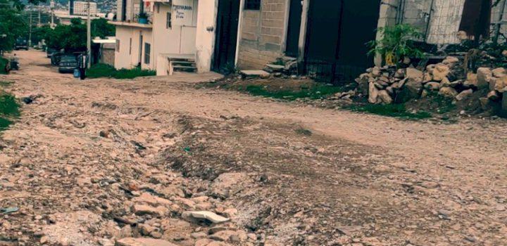 Niegan pavimentación a colonias de Tuxtla Gutiérrez; así llevan 20 años