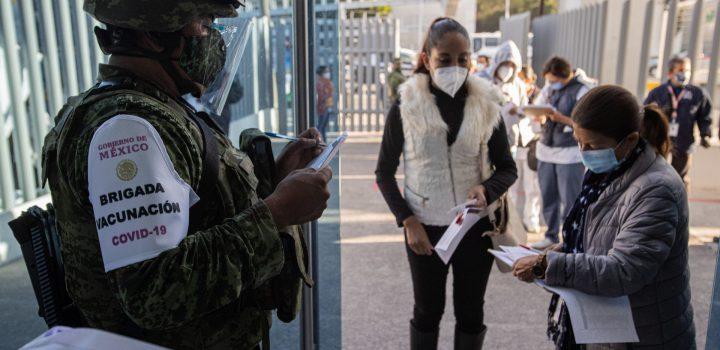 AMLO miente; México estará vacunado hasta junio de 2023