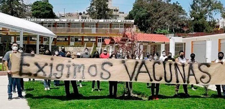 """Estudiantes piden: """"vacunas sí, genocidio no"""""""
