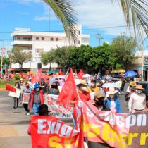 Marchan antorchistas en Pachuca y Huejutla; exigen atención y solución al gobernador Omar Fayad
