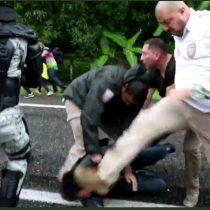 Con todo y niños, Guardia Nacional golpea a migrantes en Chiapas