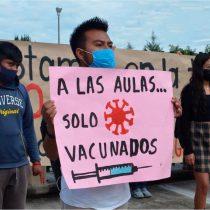 AMLO impone regreso a clases, estudiantes urgen vacunación