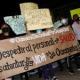 Protesta personal de salud de Oaxaca en mañanera de AMLO por despido injustificado