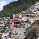 Desalojan al 50% de las familias en riesgo por desgaje del cerro del Chiquihuite