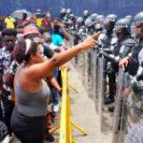 """EZLN reclama a AMLO por dar """"trato inhumano"""" a migrantes en frontera sur"""