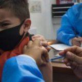 Juez da cinco días a 4T para inocular contra Covid a todos los menores de 12 a 17 años