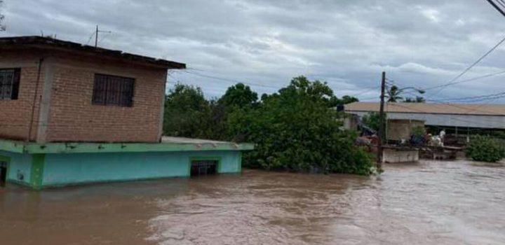 Fuertes lluvias por 'Pamela' inundan a 8 municipios de Nayarit